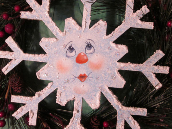 Free Snowy Faces Snowflake Ornament Pattern by Laure Paillex